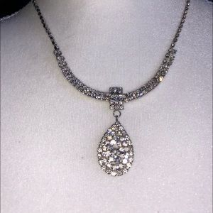 Jewelry - 🎀GORGEOUS RHINESTONE NECKLACE ADJUSTABLE TO 20 in